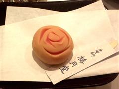 薔薇の形の和菓子