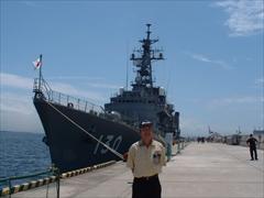 自衛艦と記念撮影